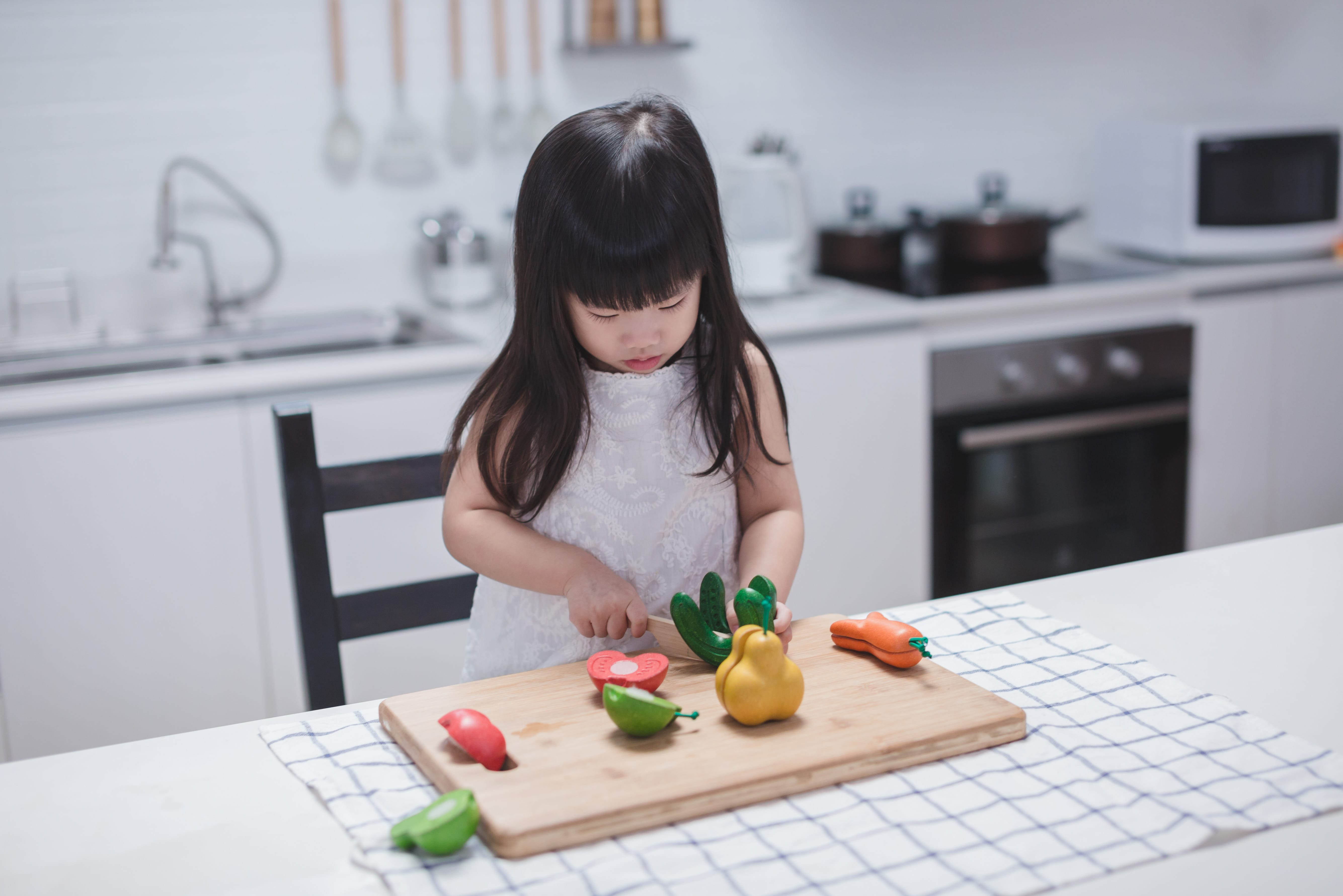 3495_PlanToys_WONKY_FRUIT_and_VEGETABLES_Pretend_Play_Coordination_Concentration_Imagination_Language_and_Communications_Social_Fine_Motor_18m_Wooden_toys_Education_toys_Safety_Toys_Non-toxic_2.jpg