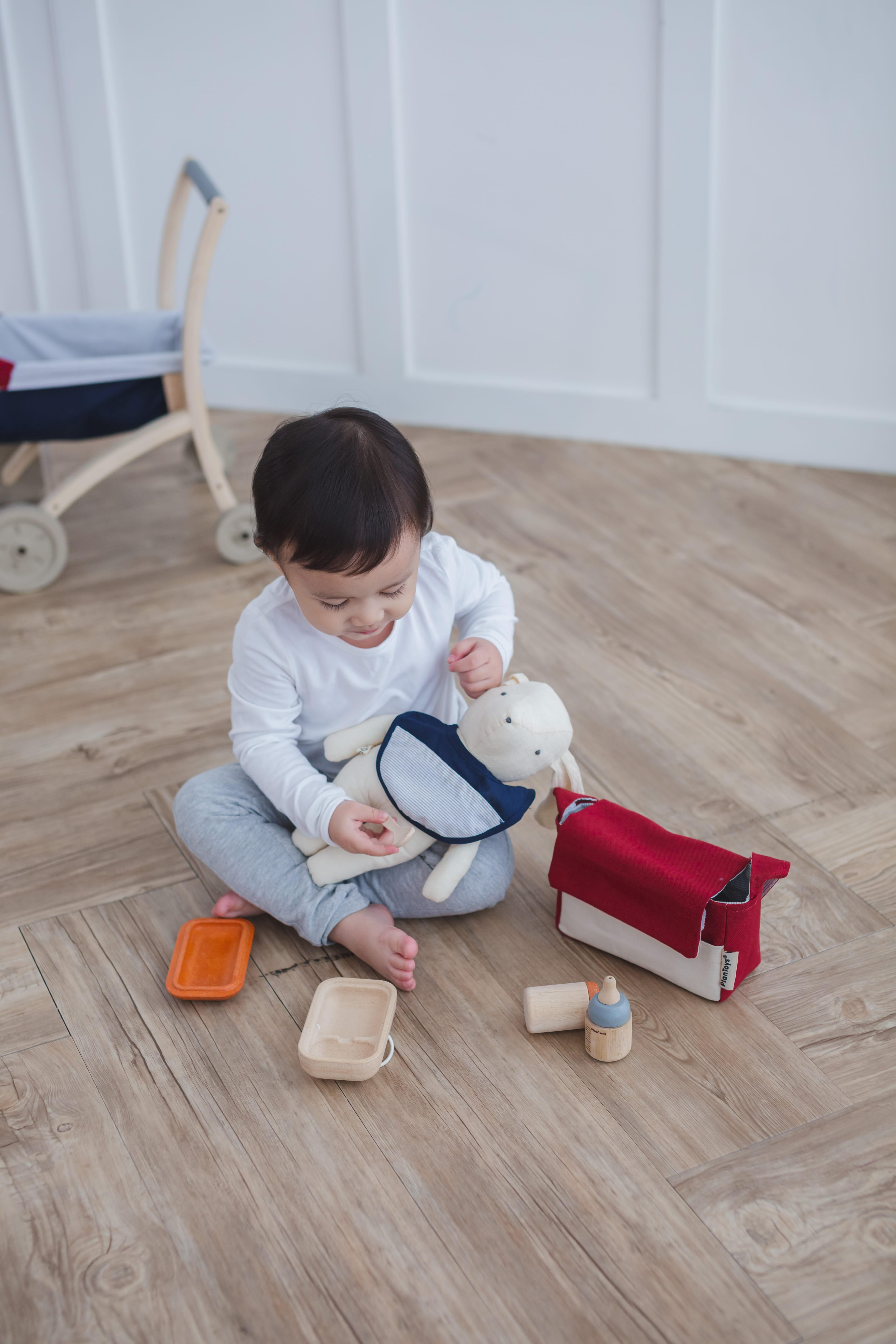 3499_PlanToys_BABY_FEEDING_SET_Pretend_Play_Imagination_Coordination_Language_and_Communications_Social_Fine_Motor_2yrs_Wooden_toys_Education_toys_Safety_Toys_Non-toxic_3.jpg