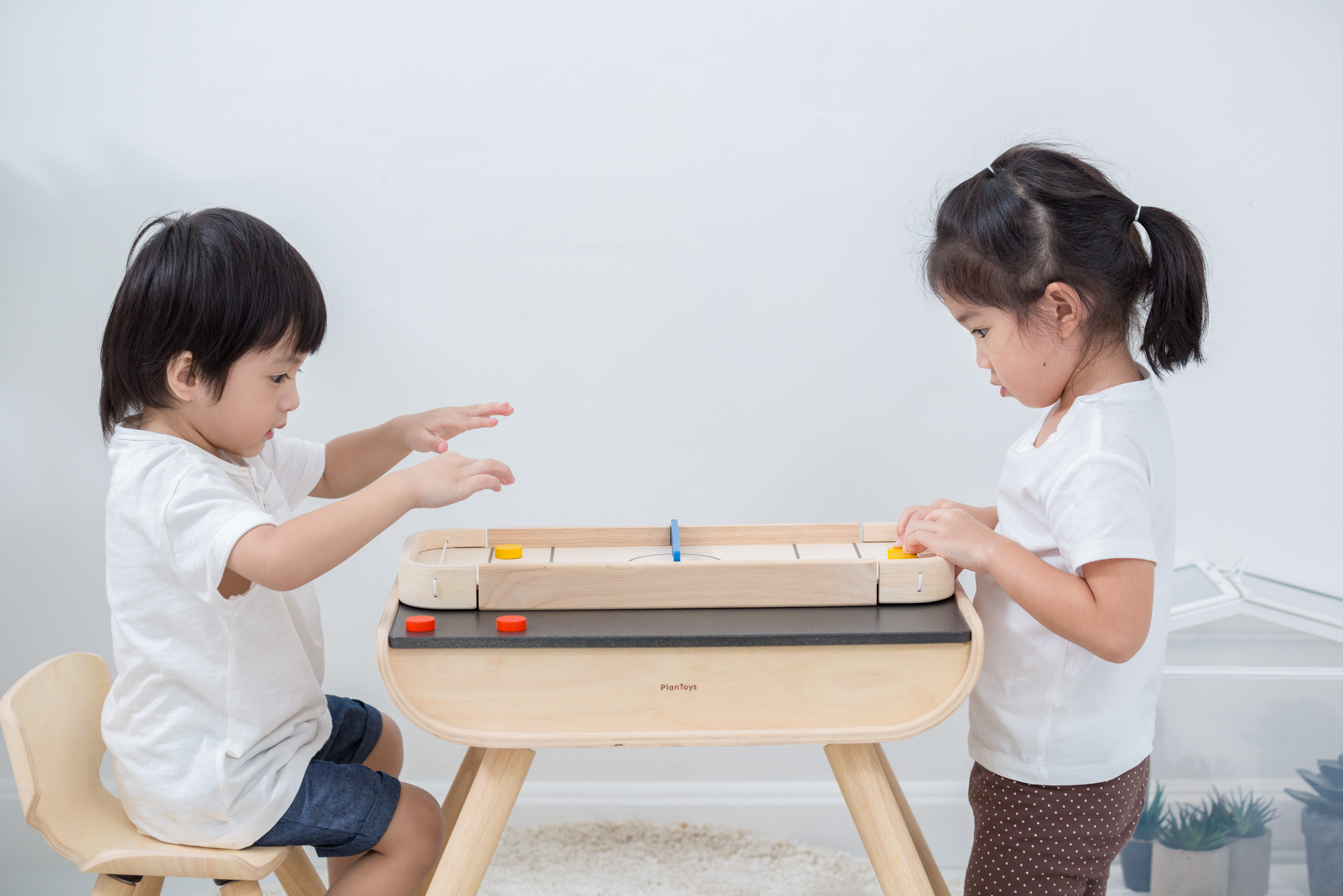4626_PlanToys_2-IN-1_SHUFFLEBOARD-GAME_Game_and_Puzzles_Fine_Motor_Coordination_Social_Language_and_Communications_Mathematical_3yrs_Wooden_toys_Education_toys_Safety_Toys_Non-toxic_4.jpg