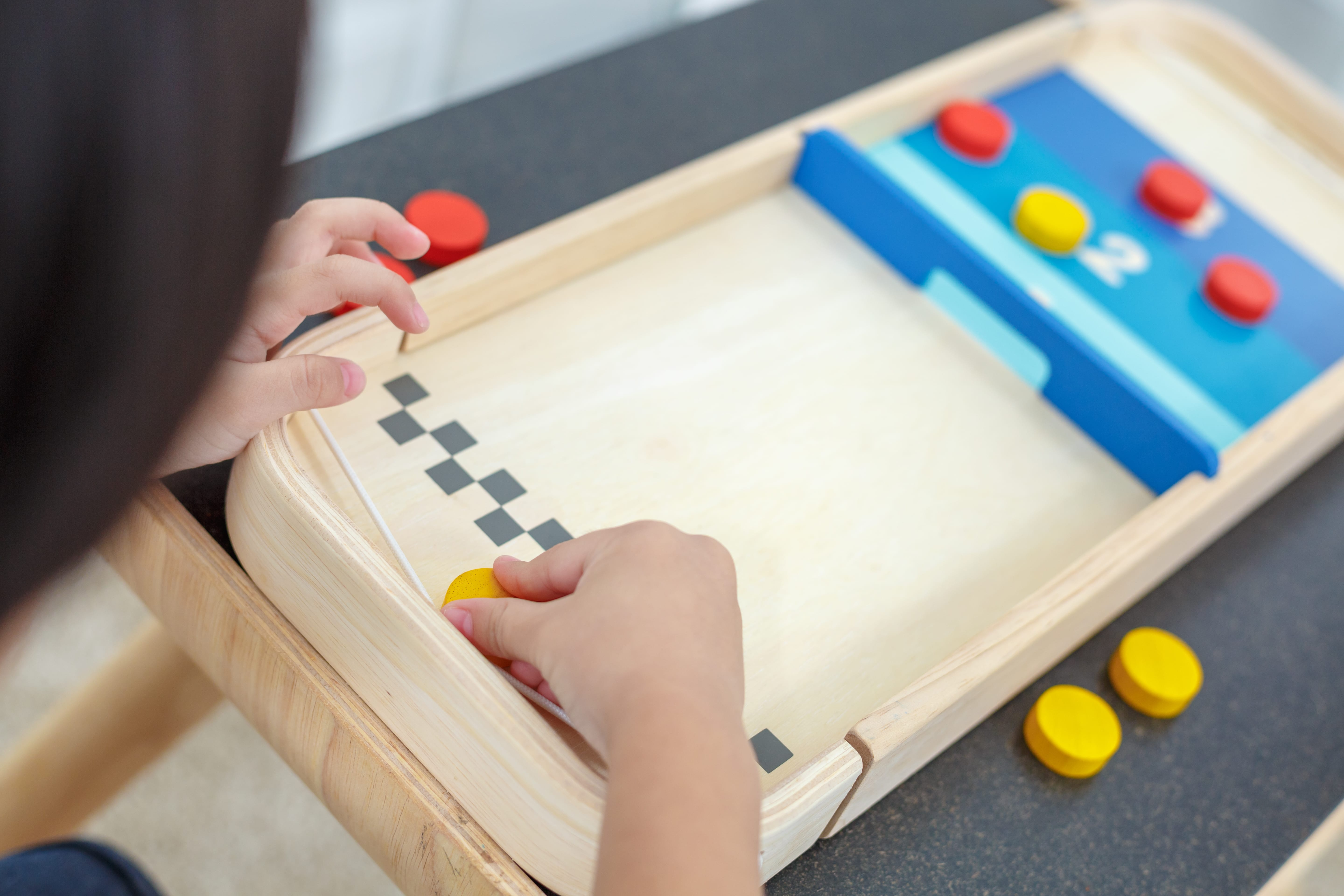 4626_PlanToys_2-IN-1_SHUFFLEBOARD-GAME_Game_and_Puzzles_Fine_Motor_Coordination_Social_Language_and_Communications_Mathematical_3yrs_Wooden_toys_Education_toys_Safety_Toys_Non-toxic_7.jpg