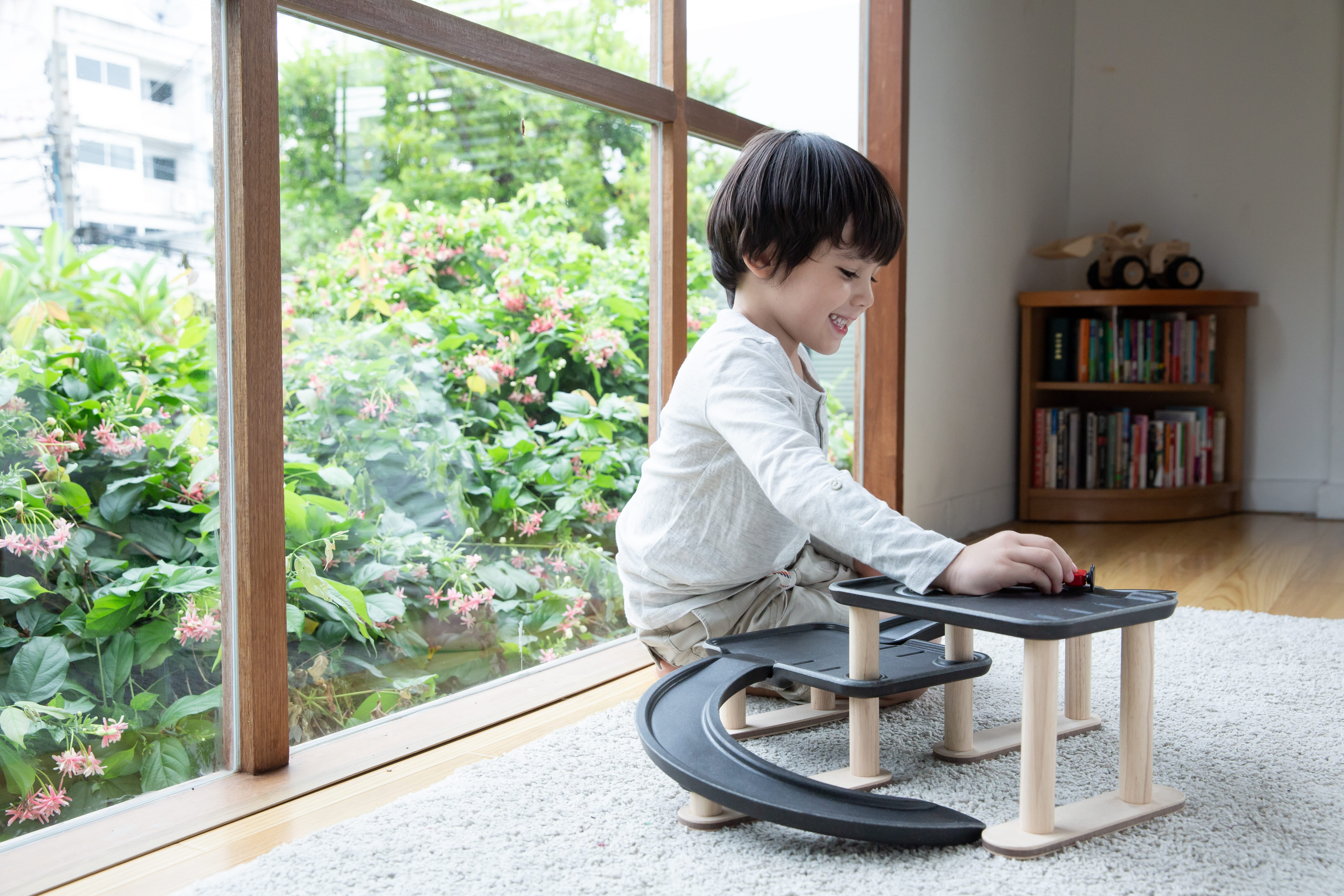 6270_PlanToys_RACE_N_PLAY_PARKING_GARAGE_Pretend_Play_Imagination_Coordination_Social_Language_and_Communications_Fine_Motor_3yrs_Wooden_toys_Education_toys_Safety_Toys_Non-toxic_4.jpg