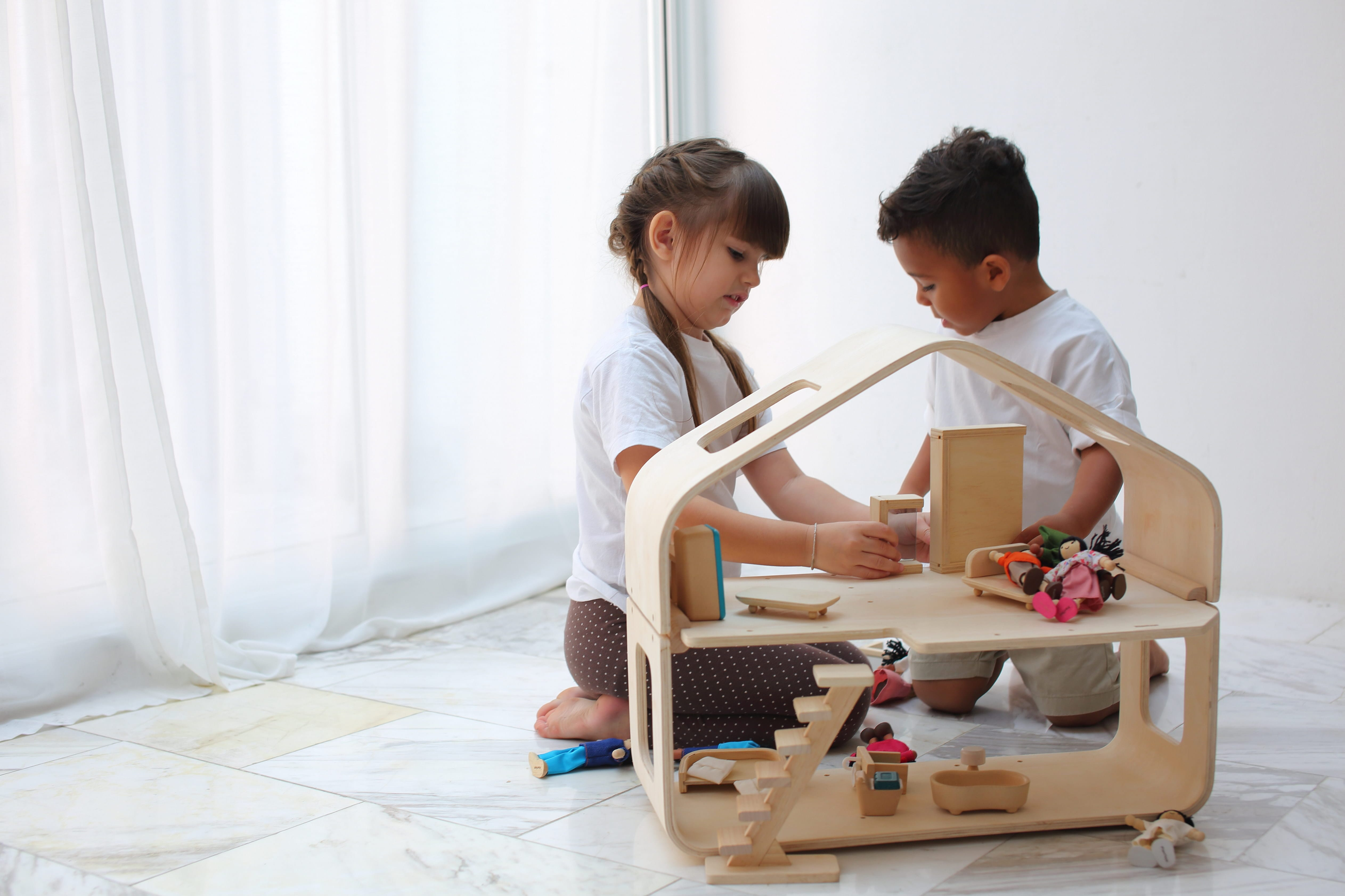 7122_PlanToys_CONTEMPORARY_DOLLHOUSE_Pretend_Play_Imagination_Coordination_Language_and_Communications_Social_Fine_Motor_3yrs_Wooden_toys_Education_toys_Safety_Toys_Non-toxic_0.jpg