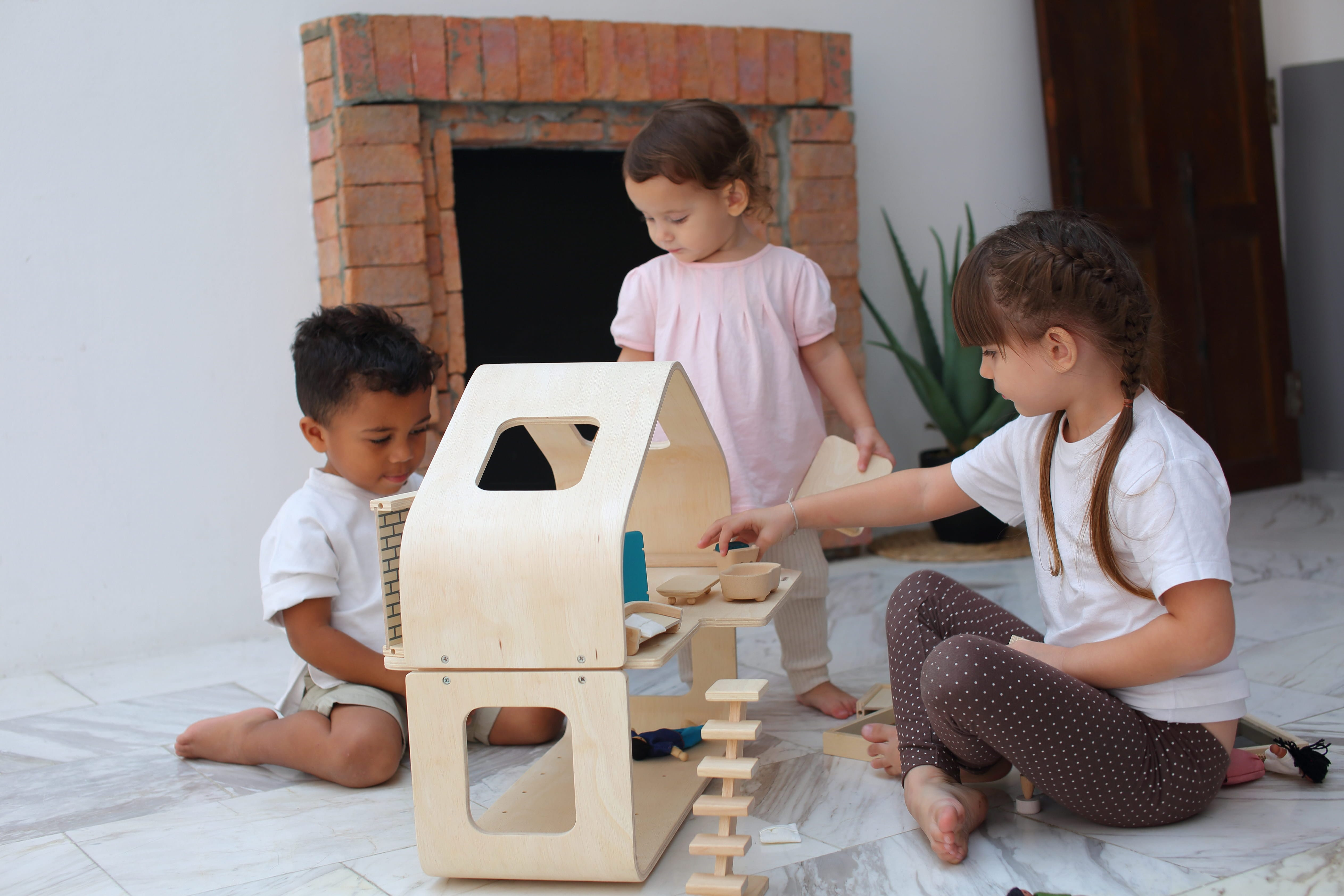 7122_PlanToys_CONTEMPORARY_DOLLHOUSE_Pretend_Play_Imagination_Coordination_Language_and_Communications_Social_Fine_Motor_3yrs_Wooden_toys_Education_toys_Safety_Toys_Non-toxic_1.jpg