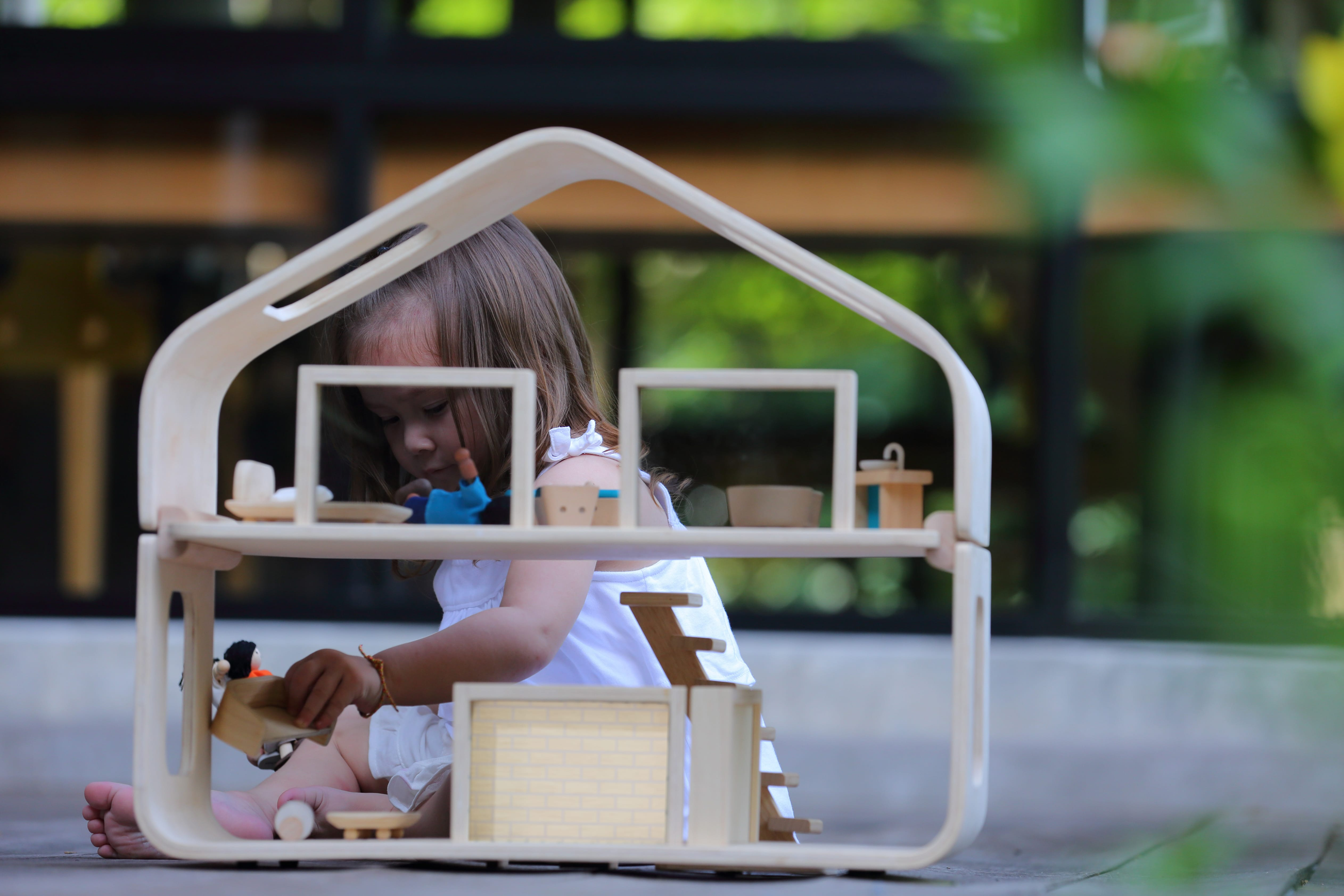 7122_PlanToys_CONTEMPORARY_DOLLHOUSE_Pretend_Play_Imagination_Coordination_Language_and_Communications_Social_Fine_Motor_3yrs_Wooden_toys_Education_toys_Safety_Toys_Non-toxic_4.jpg